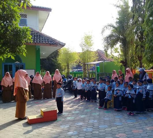 Belajar Pelaksanaan Upacara Bendera